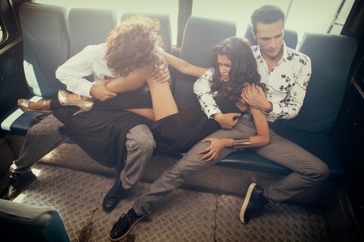 Il serivizio fotografico The Wrong Turn promuove il sesso di gruppo e fa scandalo