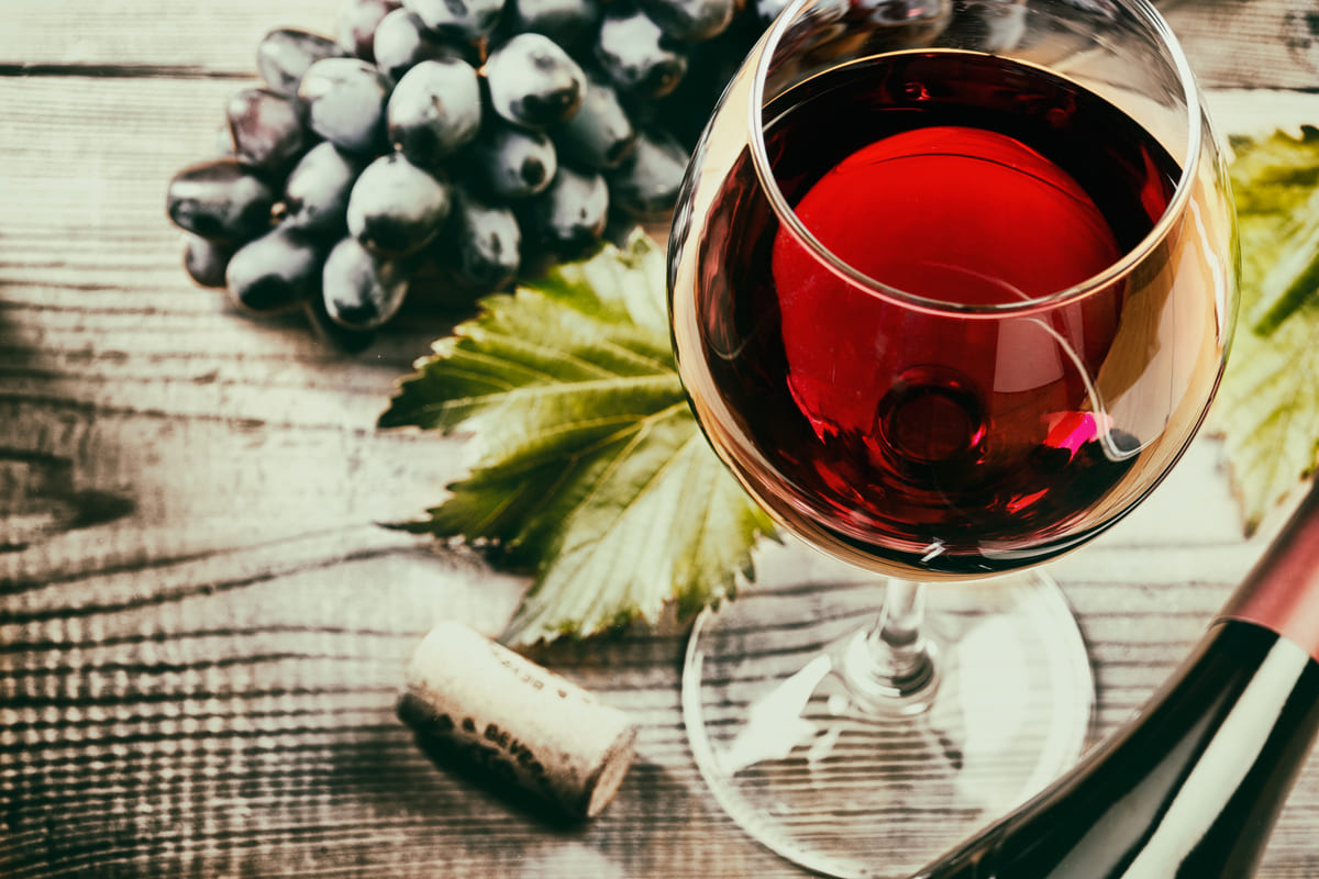 bicchiere vino rosso uva