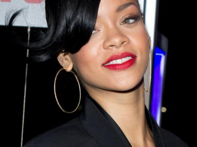 La bad girl Rihanna provoca a suon di scatti hot