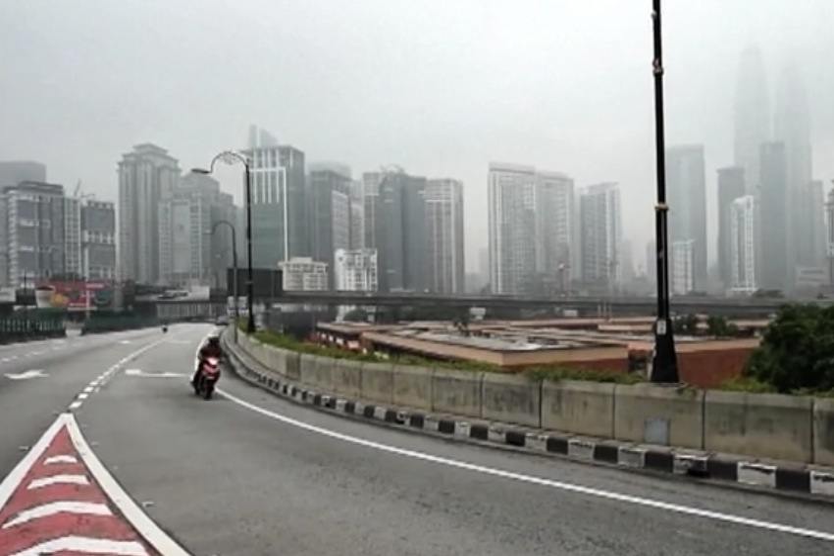 Indonesia, Kuala Lumpur immersa nel fumo degli incendi forestali - VIDEO