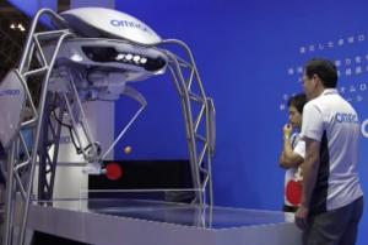Specchi hi-tech e un robot per il ping pong a Tokyo - VIDEO