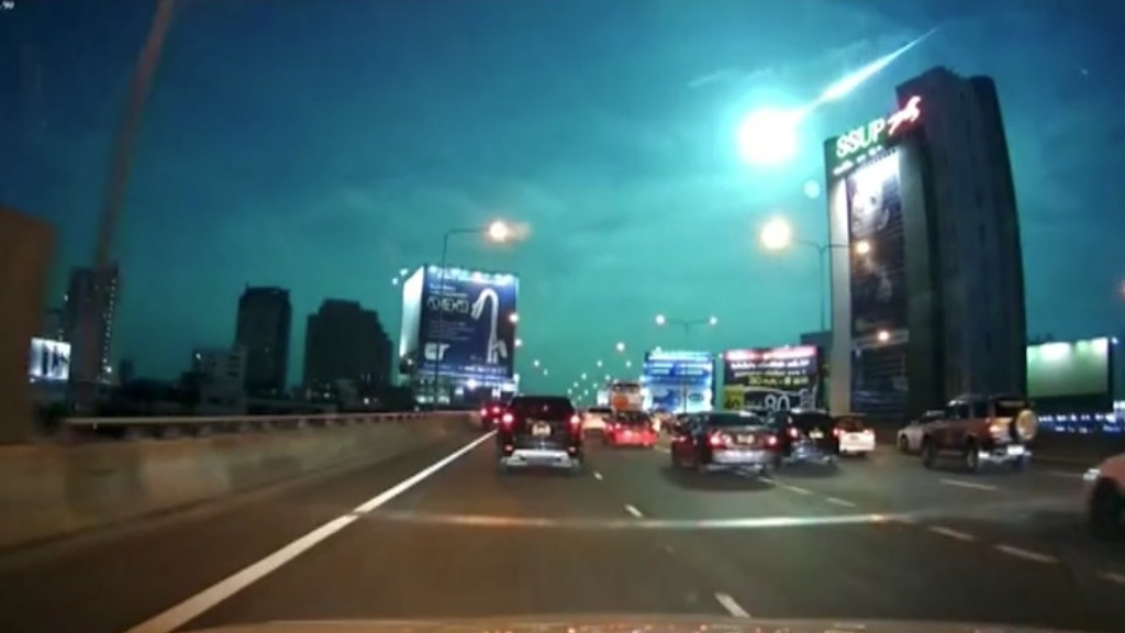 Bangkok, un meteorite illumina il cielo - VIDEO