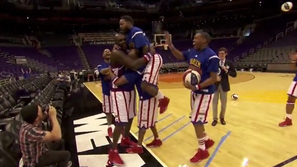Harlem Globetrotters, tre canestri da Guinness - VIDEO