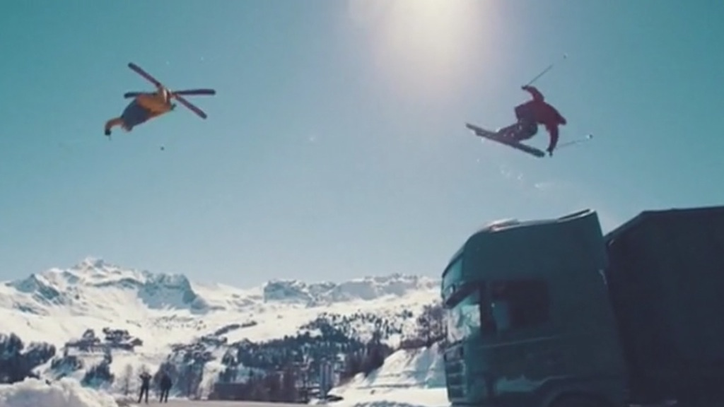 Per due star del freestyle inseguimento folle sulle nevi di La Plagne - VIDEO