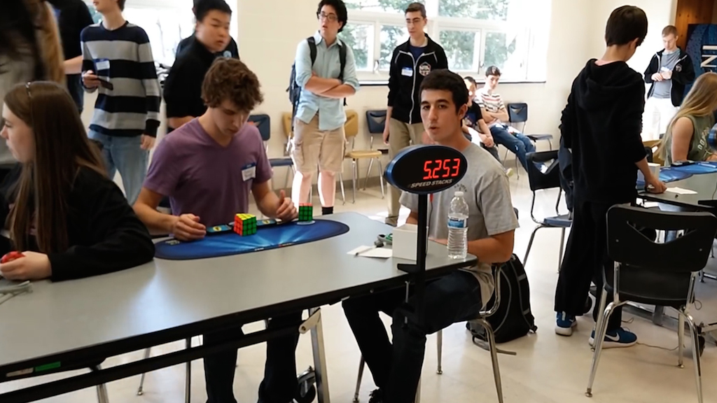 Cubo di Rubik risolto in 5 secondi: è record - VIDEO