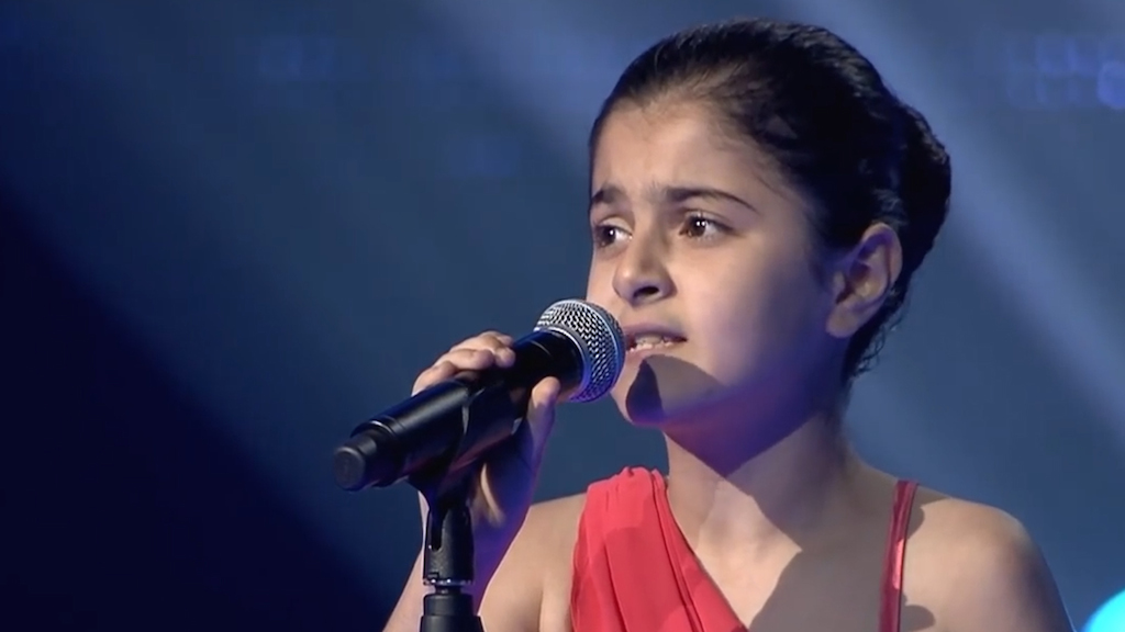 Bambina sfuggita all'Isis partecipa a the voice - VIDEO