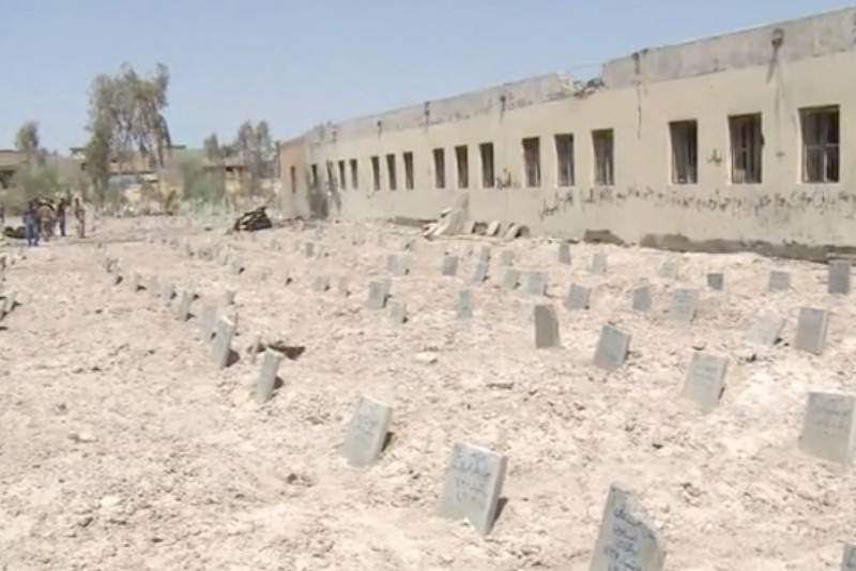 Trovati due cimiteri Isis, 500 miliziani sepolti