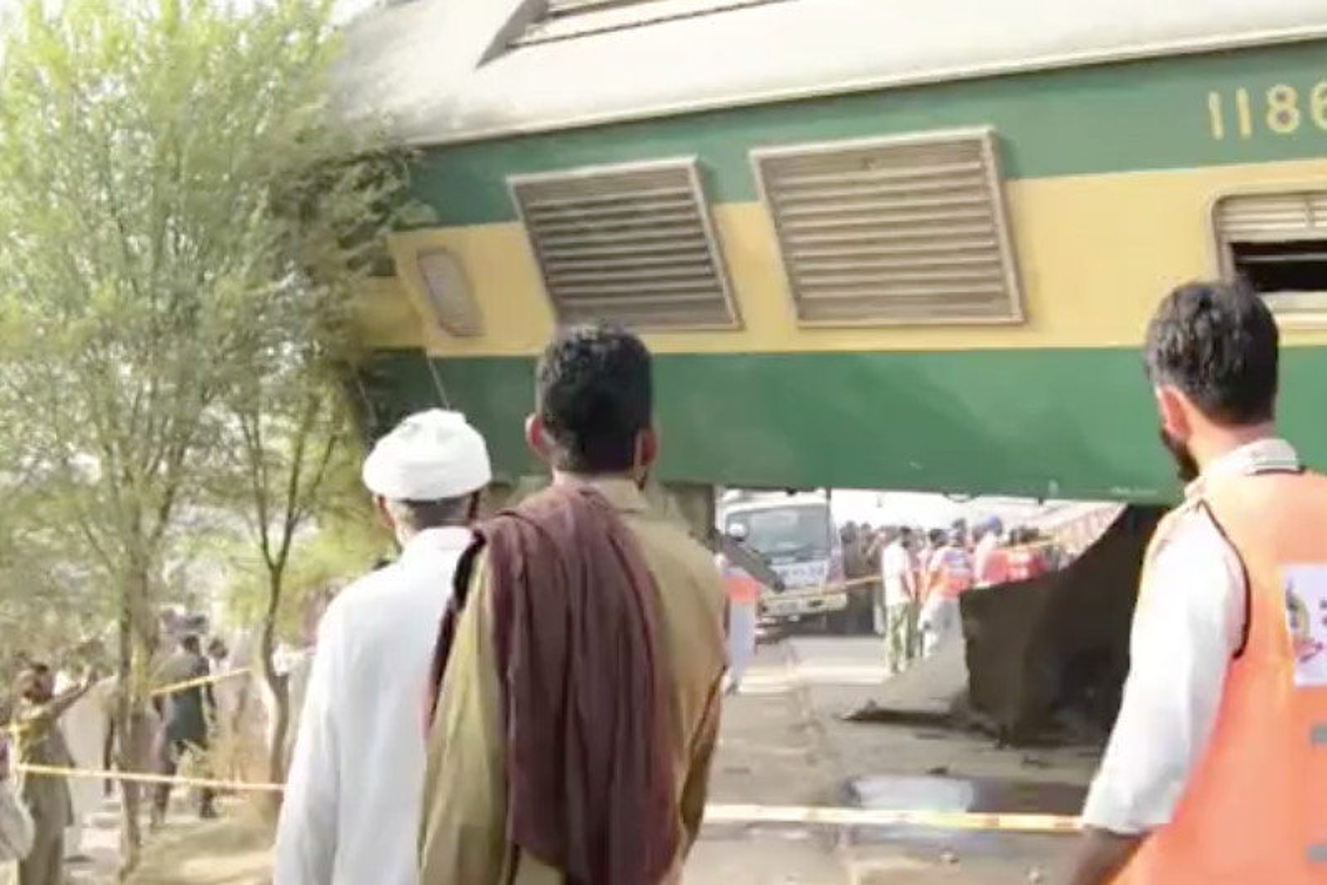 Scontro tra 2 treni in Pakistan: almeno 4 morti e centinaia i feriti