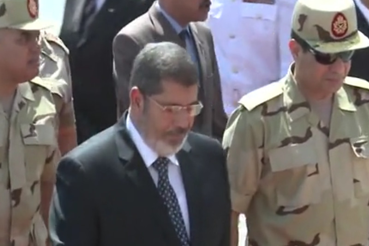 Egitto, condanna all'ergastolo annullata per l'ex presidente Morsi