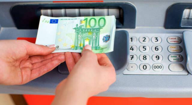 Come versare contanti al bancomat