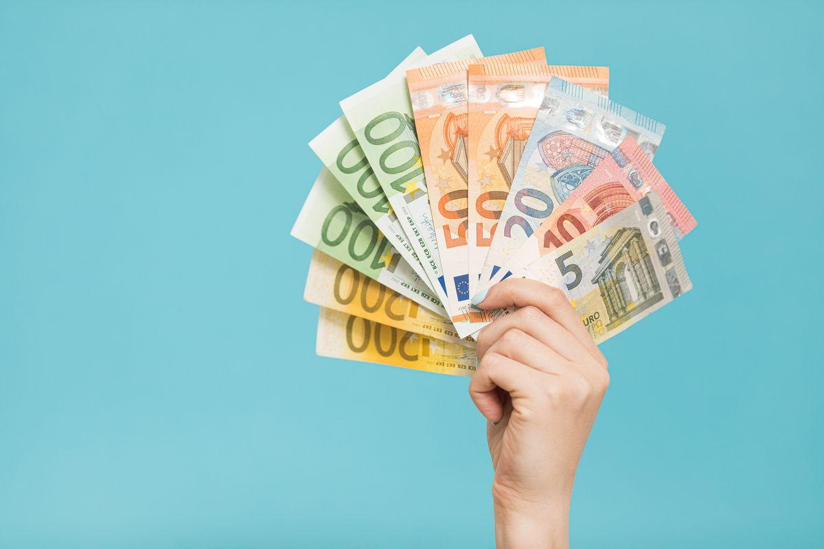 mani soldi euro