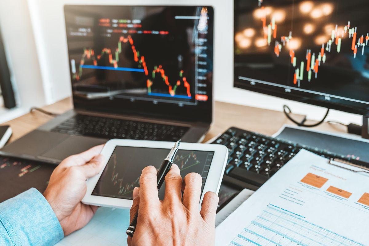 esperto investimenti affari borsa azioni