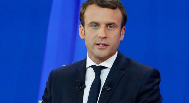 Francia, prima vittoria per i gilet gialli: niente aumenti sul carburante
