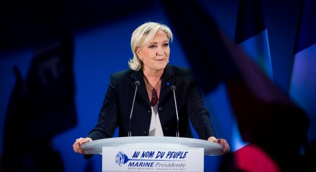 Francia, i sondaggi dicono Le Pen. Macron perde quasi il 5%
