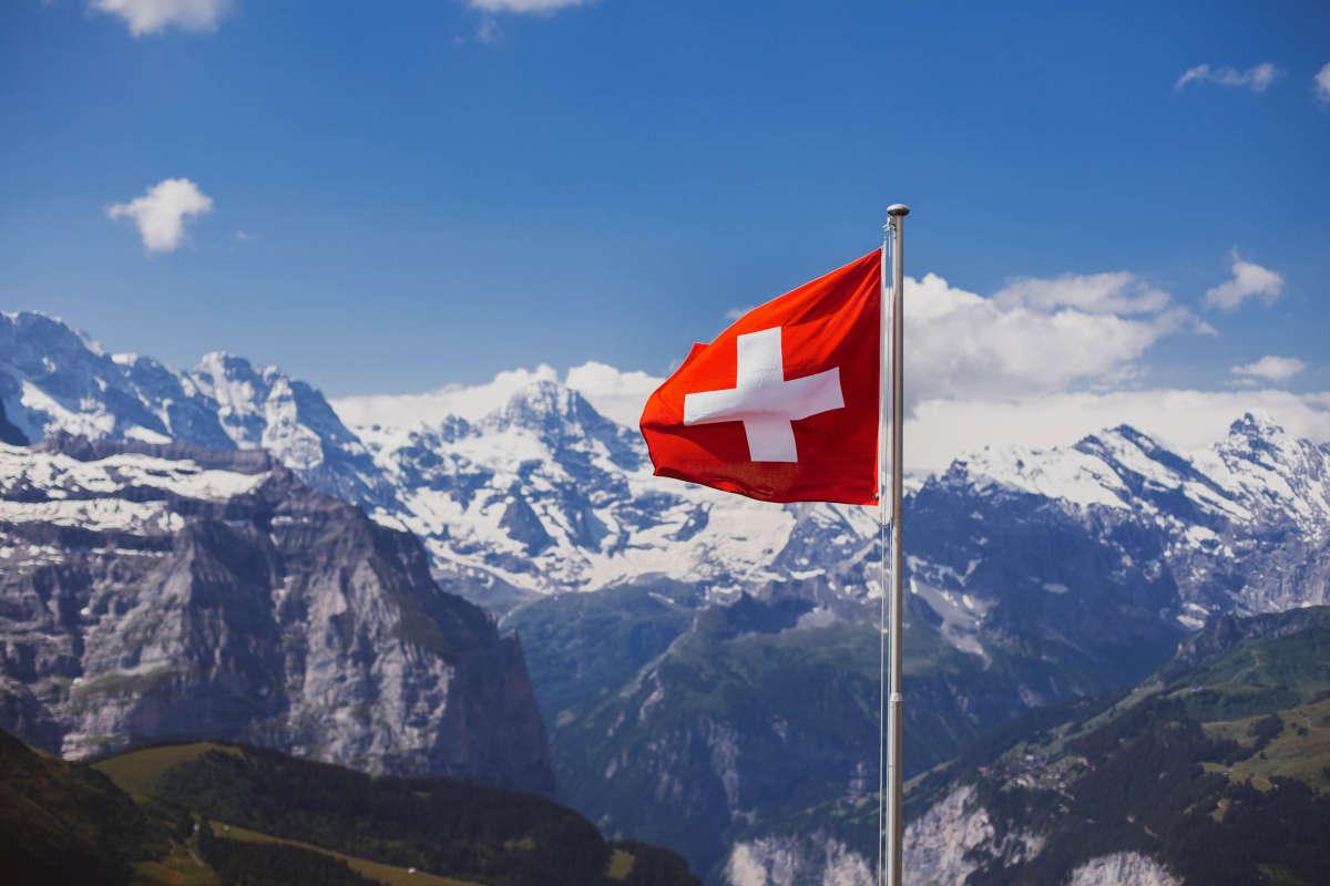 svizzera bandiera montagna