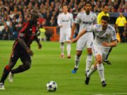Clarence Seedorf in un match di Champions League.
