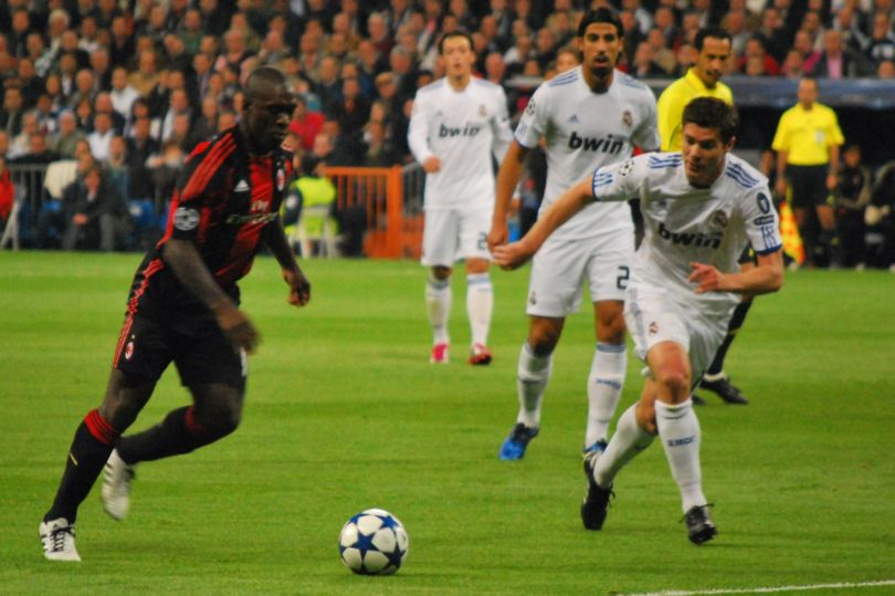 Milan Clarence Seedorf in un match di Champions League.