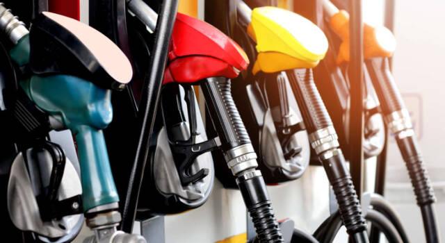 Stangata sui carburanti. Benzina e diesel alle stelle, vola il prezzo del metano