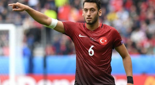 Hakan Calhanoglu, caratteristiche e carriera: un 10 insolito per la nostra Serie A