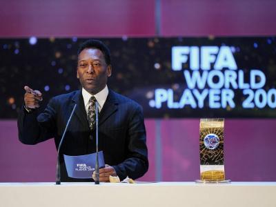 Brasile, Pelé in ospedale dopo un malore: grave esaurimento
