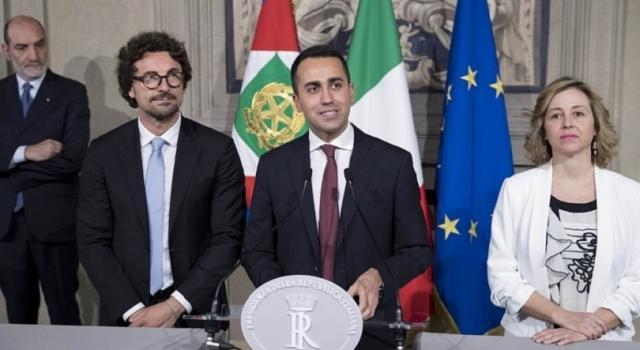 Governo, Di Maio presenta Conte e il programma del contratto
