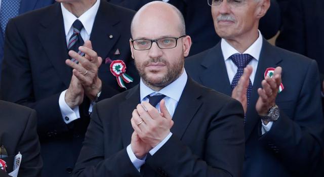 """Il ministro Fontana: """"Con l'immigrazione si diluiscono le identità"""""""