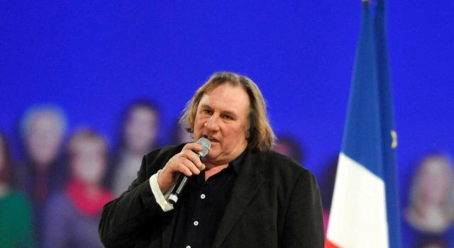 Francia, Gerard Depardieu indagato per violenza dopo l'accusa di una ventenne