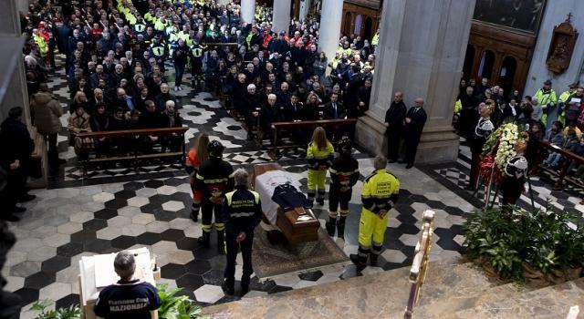 Funerali Giuseppe Zamberletti, l'Italia dà l'ultimo saluto al padre della Protezione Civile