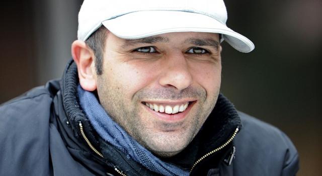 Migranti, Checco Zalone cerca comparse per il suo film nelle strutture assistenziali