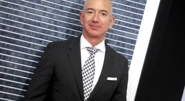 Jeff Bezos ricattato, foto a luci rosse pagate 200.000 dollari da un tabloid