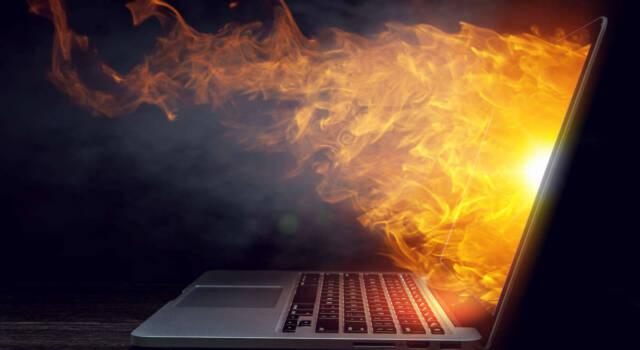 Come raffreddare un PC portatile che scalda troppo (senza smontarlo)