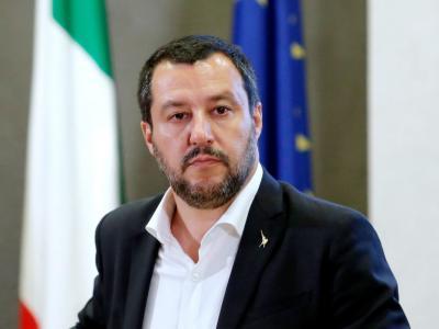 Salvini risponde al M5s: troppi selfie? Sto al Viminale il tempo necessario