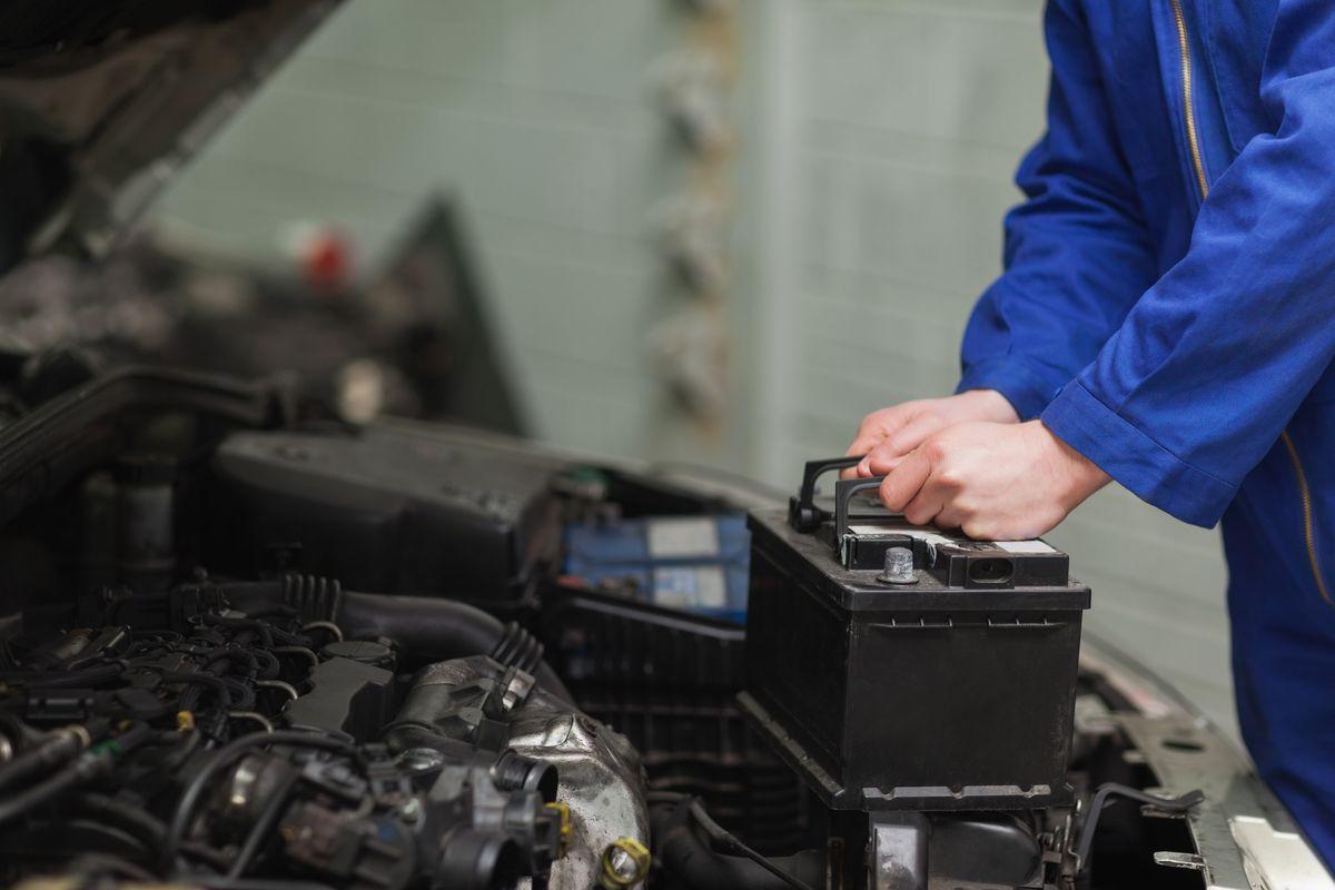 Batteria auto: manutenzione, durata e come sceglierla