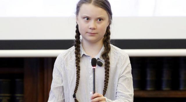 """Adesivi shock contro Greta Thunberg, l'attivista: """"Diventano sempre più disperati"""""""