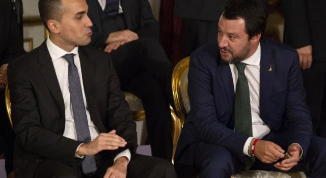 Decreto Sicurezza bis, Toninelli fa slittare l'esame dopo l'Europee. No di Salvini