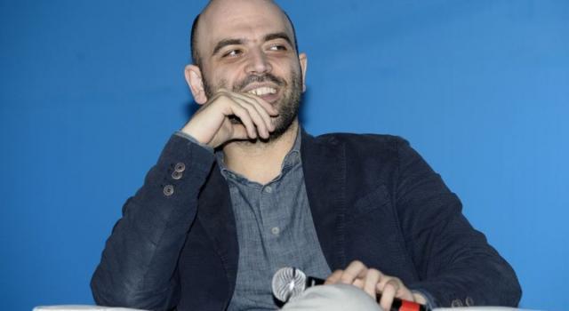 Verona revoca la cittadinanza onoraria a Roberto Saviano