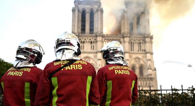 Niente messa di Natale nella cattedrale di Notre-Dame. È la prima volta da duecento anni