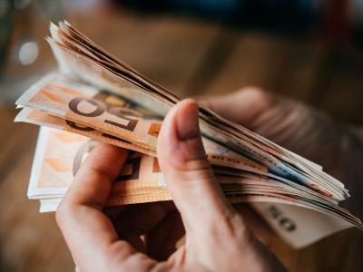 Coronavirus, l'allarme di Bankitalia: a rischio tenuta famiglie Ue. Goldman Sachs e Moody's tagliano le stime di crescita