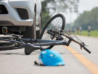 Incidente tra Andria e Barletta, furgone investe tre giovani sulla bicicletta elettrica. Morti