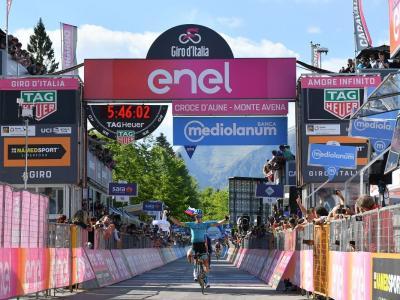 Giro d'Italia 2019, Pello Bilbao vince sul Monte Avena. Ma a perdere ancora una volta sono i tifosi