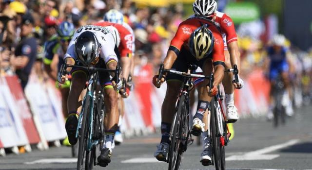 Tour de France 2019, Peter Sagan vince a Colmar. Alaphilippe in giallo
