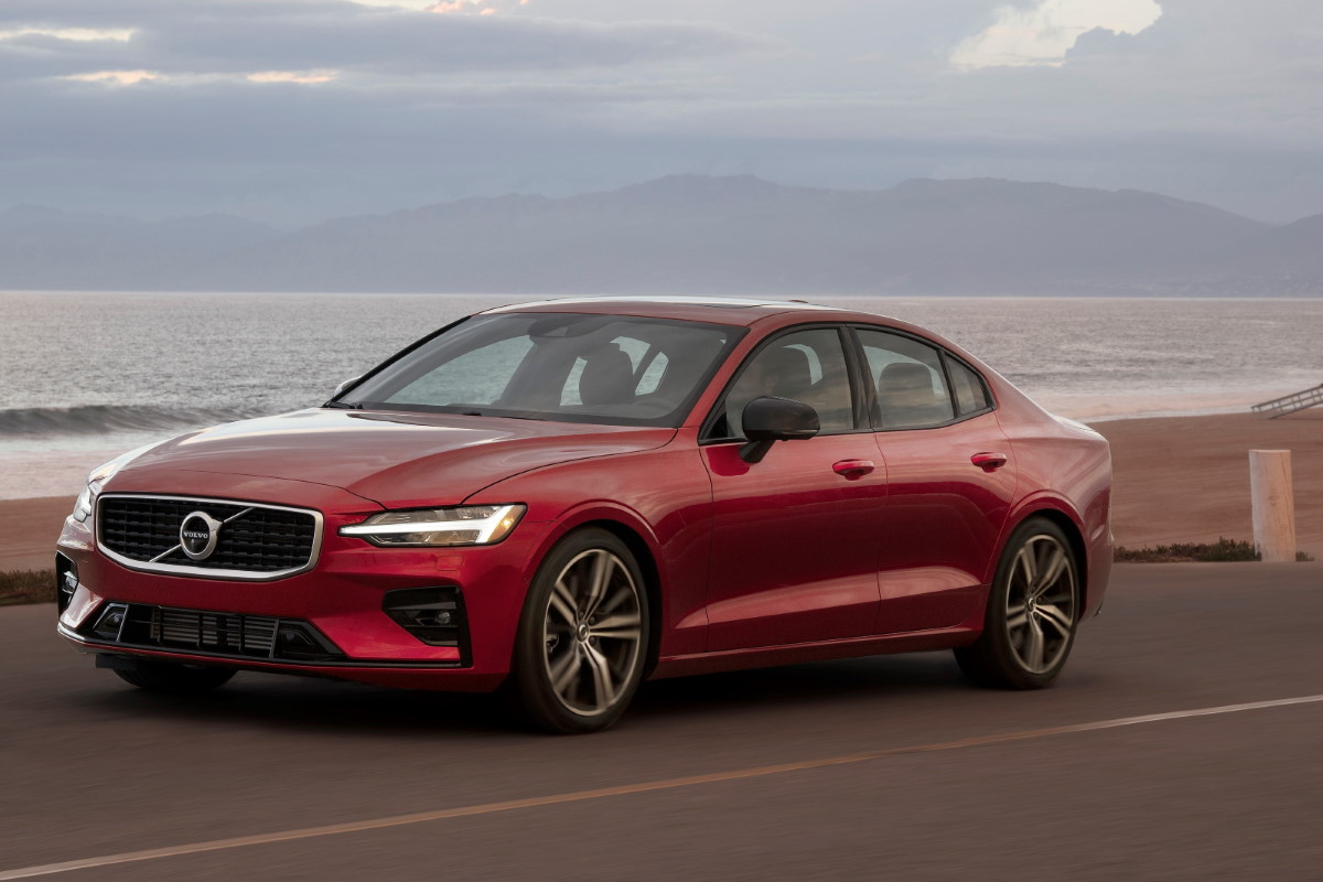 New Volvo S60 R Design exterior