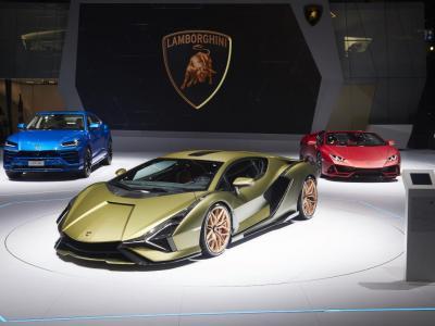Coronavirus, la Lamborghini manda tutti in ferie: fabbrica chiusa