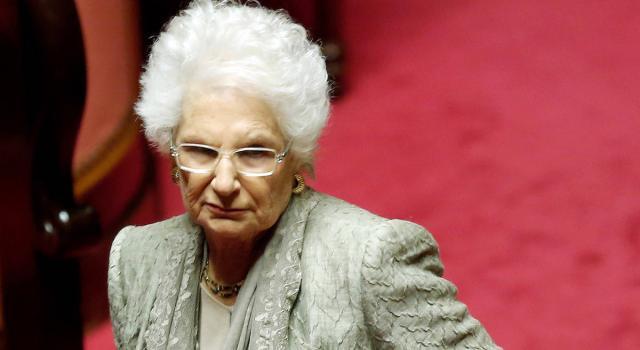 """Milano, 600 sindaci alla manifestazione per Liliana Segre: """"La sua scorta siamo noi"""""""