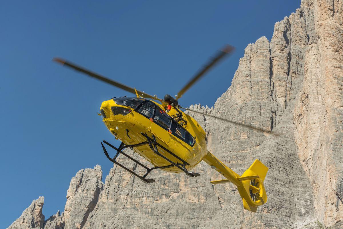 Incidente in montagna, escursionista morto dopo essere preci