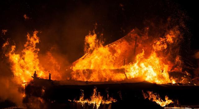 Dramma nel Mantovano, 63enne disabile muore in un incendio