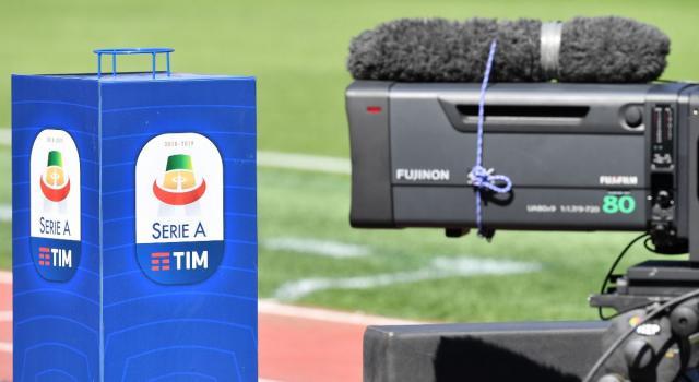 La Serie A valuta il ritorno in campo a maggio. Mourinho 'pizzicato' al parco con alcuni giocatori