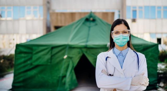 Coronavirus, zero morti nel Regno Unito. L'Oms approva il vaccino cinese a uso d'emergenza