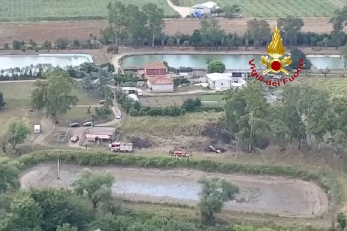 Ultraleggero precipita a Nettuno, morti i nuotatori Lombini