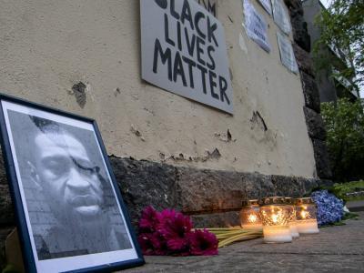 Morte Floyd, le proteste non si fermano. Rimossa la statua di Colombo in Minnesota